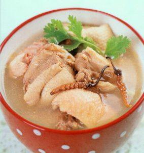 Cách chế biến đông trùng hạ thảo hầm gà