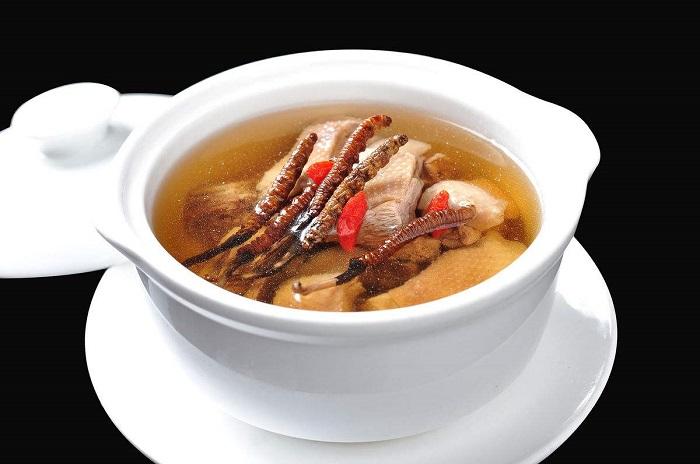 Đông trùng hạ thảo hầm gà món ăn bổ dưỡng cho cả gia đình