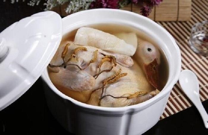 Chế biến đông trùng hạ thảo hầm thịt vịt